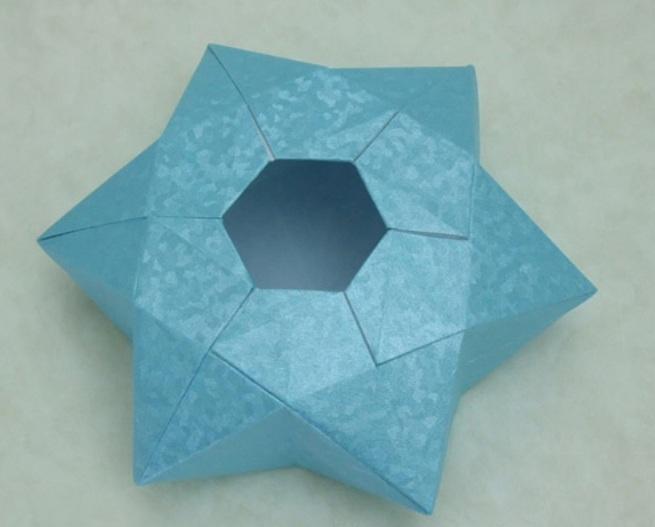24 Ноября 2012.  Предлагаем вашему вниманию оригами схему шестиконечной объемной звезды.  Ее можно использовать как...