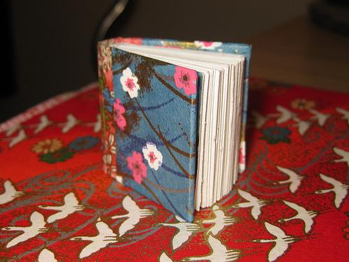 Крошечные оригами книжки от Дэвида Брилла.